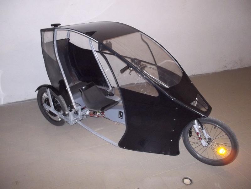trike biposto cabinato a pedalata assistita